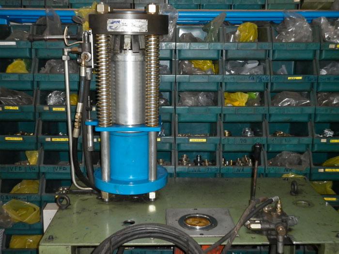 Tubi e raccordi per serbatoi oleodinamica for Pressa per tubi idraulici usata